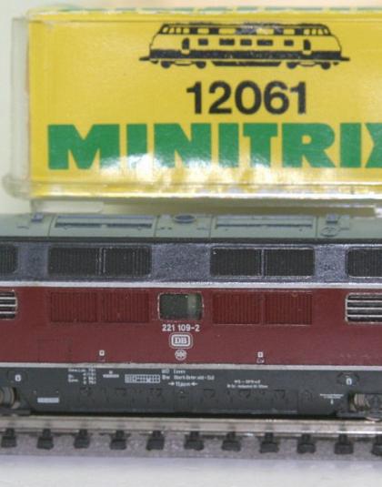 DB Class 221 109-2 - Minitrix 12061 N Gauge