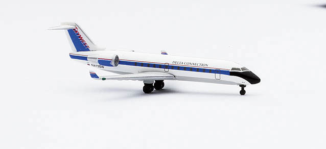 Sky West Delta Connection Canadair Jet CRJ200 – Herpa 511803 1