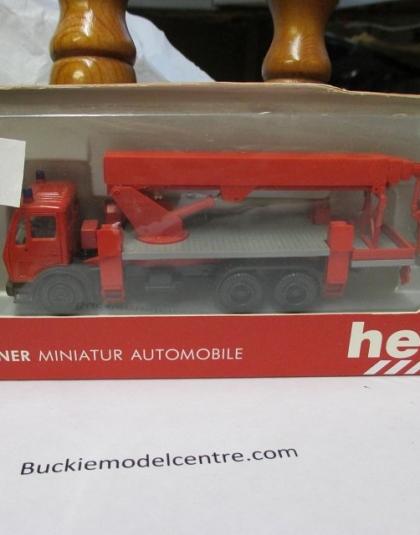 Fire Truck Mercedes Platform lift - Herpa 806513