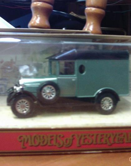 Morris Cowley Van  Green - Matchbox Models of Yesteryear
